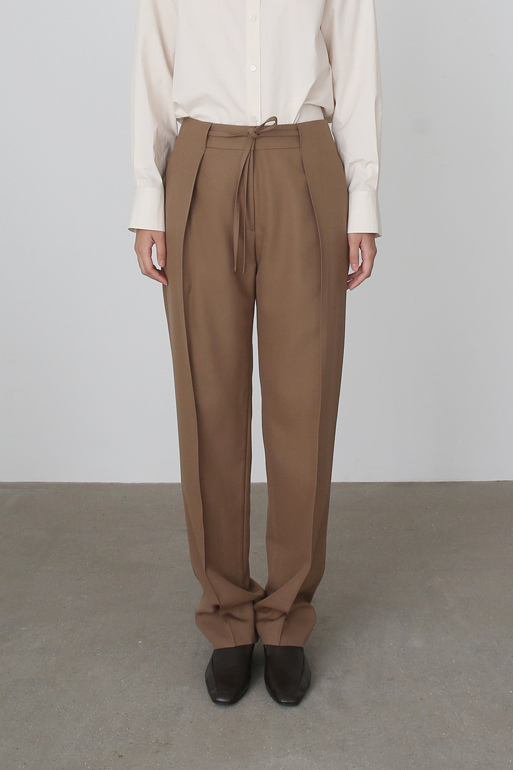 [주문제작] AW19 BELTED TUCK WOOL TROUSERS (WOOD)